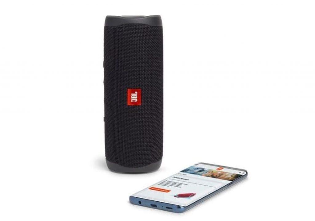 телефон и JBL flip 5
