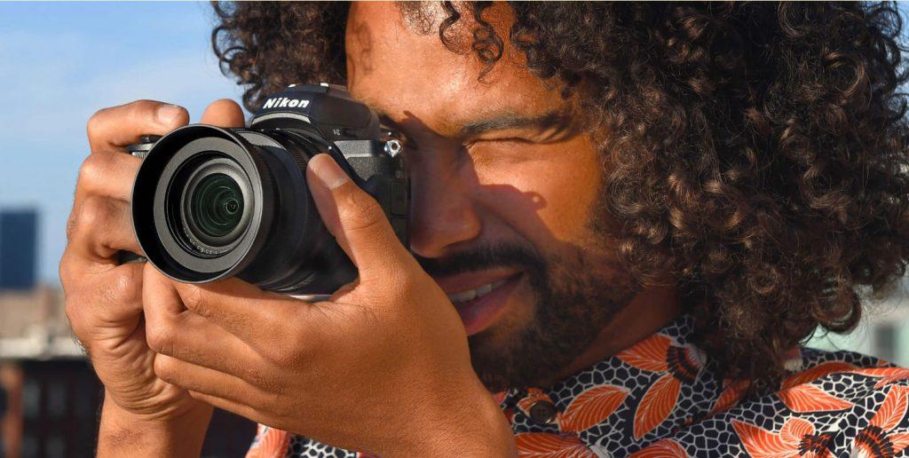 Nikon Z 50 в руках