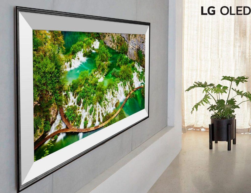 LG CX на стене